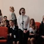 Юные участники журналистского десанта в Подольском районе задают вопросы С.Рыбальченко