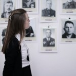 """Юные журналисты на выставке """"Семейные фотохроники Великих войн России"""" в первом лицее Подольского района"""